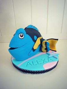 How to make a Finding Dory cake topper Fondant Cake Toppers, Fondant Cakes, Dory Cake, Nemo Cake, Shark Cookies, Black Fondant, Finding Dory, Cake, Party