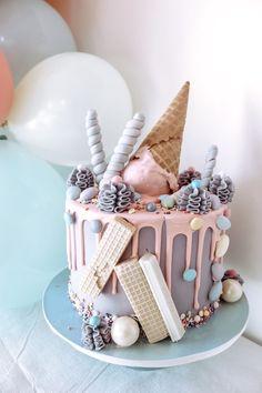 14th Birthday Cakes, Candy Birthday Cakes, Creative Birthday Cakes, Beautiful Birthday Cakes, 26th Birthday, Creative Cakes, Cake Decorating Designs, Creative Cake Decorating, Birthday Cake Decorating
