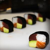 How to make four seasons sushi roll - Learn how to create stunning sushi dishes with the guidance of self-taught sushi chef, Davy Devaux.