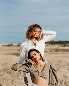 Editorial photoshoot at Crane Beach sand dunes Model Poses Photography, Sister Photography, Editorial Photography, Friendship Photography, Beach Editorial, Photoshoot Themes, Photoshoot Inspiration, Fashion Photography Inspiration, Instagram Look
