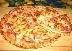 The dough for pizza base to prepare yogurt with mayonnaise and eggs. Not based on pre-bake and assemble the pizza is completely filled and baked Best Canned Tuna, Canned Tuna Recipes, Pizza Recipes, My Recipes, Cooking Recipes, Recipies, Healthy Recipes, Pizza Lasagne, Tuna Pizza