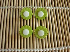 Boutons fleur plastique bicolore, vendus par 4. : Boutons par laboiteabijouxnanny