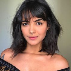 We have a beautiful gallery with haircuts for women with high cheekbones (short, medium and long). Check out if you urgently need some hair inspiration! How To Cut Bangs, Short Hair With Bangs, Hairstyles With Bangs, Short Hair Cuts, Cool Hairstyles, Party Hairstyles, Natural Hairstyles, Hair Inspo, Hair Inspiration