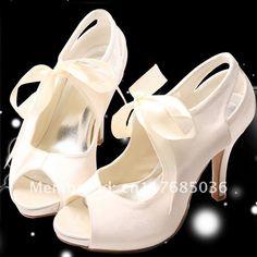 Lovvvvve these vintage wedding shoe