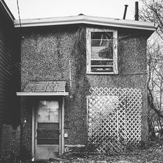 #ottawa #ottcity #hintonburg #613 #myottawa #ottawalife #house #home #building #buildings #architecturelovers #architecture #architexture #archilovers #neighborhood #urban #decay #photooftheday #instagood #blackandwhite by houses.of.hintonburg