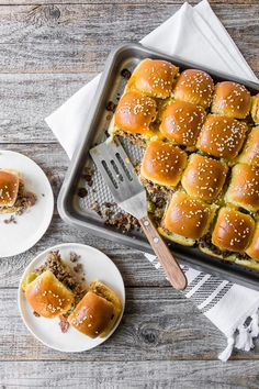 These baked bacon cheeseburger sliders are the perfect party dish! Gourmet Burgers, Burger Recipes, Beef Recipes, Cooking Recipes, Yummy Recipes, Healthy Recipes, Cheeseburger Sliders, Cheeseburger Recipe, Cheeseburgers