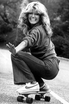 Farrah Fawcett (and all of Charlie's Angels for that matter) made fitted and flared jeans the style du jour for 1970s girls.