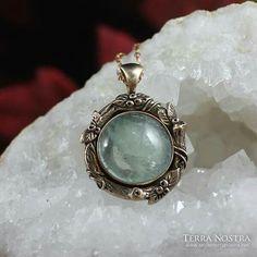 Aquamarine and bronze pendant Bronze Pendant, Pagan, Gemstone Rings, Gemstones, Pretty, Jewelry, Fashion, Moda, Jewlery