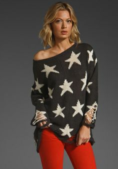 WILDFOX COUTURE Seeing Stars Lennon Sweater in Black - Pullover