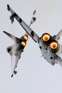 amazing shot of two fighter jets