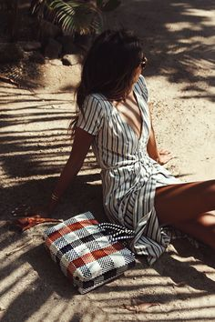Seaside hangs with Sincerely Jules in the 'Right Side' Dress Sincerely Jules X Billabong take Costa Rica Continue reading. Mode Style, Style Me, Chill Style, Mode Outfits, Fashion Outfits, Fashion Clothes, Style Fashion, Mode Lookbook, Casual Chique