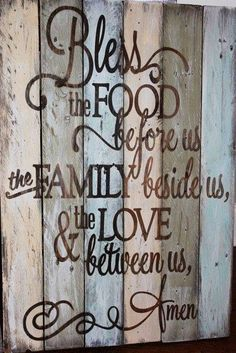 Family Prayer rustic, wooden sign made from reclaimed pallet wood. Makes a great Dining room wall decor. Pallet Crafts, Pallet Art, Pallet Signs, Wood Crafts, Pallet Projects, Pallet Ideas, Bee Crafts, Do It Yourself Design, Do It Yourself Home