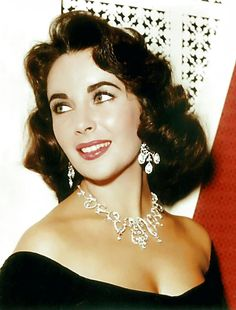 "Elizabeth Taylor circa 1959 ""Everything was handed to me - looks, fame, wealth, honour, love. I rarely had to fight for anything"" - Elizabeth Taylor Hollywood Icons, Old Hollywood Glamour, Vintage Hollywood, Classic Hollywood, Hollywood Jewelry, Hollywood Cinema, Divas, Sophia Loren, Tilda Swinton"
