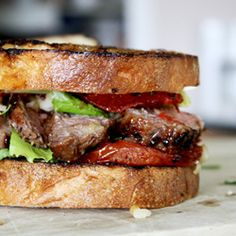 Get miles out of your steak! Make a Roasted Garlic Steak Sandwich Meat Sandwich, Soup And Sandwich, Tomato Sandwich, Brisket Sandwich, Grilled Sandwich, Beef Recipes, Cooking Recipes, Burger Recipes, Wrap Sandwiches