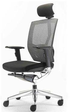 アーロンチェア。世界的に有名なオフィスチェア。高額だがこれを買って仕事するのがずっと夢。 椅子の造形 デスク