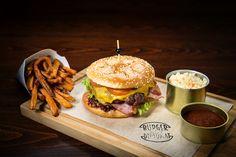 Burger meets Diplomat www.vi-hotels.com/diplomat #burger #diplomat #prague #food #WLoveVI