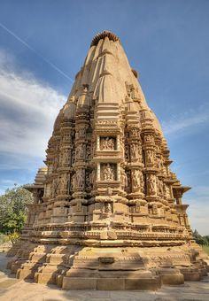 Indian Temple Architecture, India Architecture, Historical Architecture, Ancient Architecture, Beautiful Architecture, Temple India, Jain Temple, Khajuraho Temple, Hampi