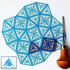 Starting the week with combining squares and triangles. Florence, have a look. I took up your challenge! @florenceturnour #regnitzflimmern #allstampshandcarved