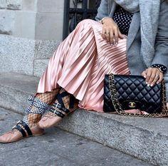 Via @dreamandwear 💕 #worldsuniquedesigns #loveit #woman #wear #look #womanslook #womanstyle #womanslife #miumiu #miumiushoes #brand #styling #stylingcoach #stylish #womansfashion #fashion #fashionlove #likepost #likelikelike