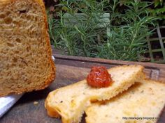 Stare Gary: Chleb na drożdżach z rozmarynem i pomidorami z maszyny do chleba