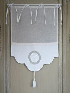 brise bise,voilages,rideaux,monogrammes,broderie,shabby : Paire de brise bises FESTONS blancs 45x70 cm