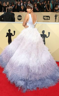 (omgthatdress:) JACKIE CRUZ HOW DARE YOU BE SO STUNNING. THIS IS INCREDIBLE!