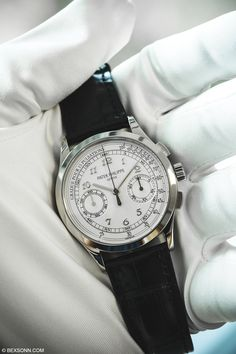 Patek Philippe Chronograph 5170G: Welcome to a new year on BEXSONN.com. We thought we'd start the New Year with a light article on the Patek Philippe 5170G. The 5170 is the current manual wind chronograph in a long line of, …