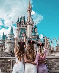 Pin by poppy palmer on squad bff pictures, cute disney pictures, disneyland photo Cute Disney Pictures, Cute Friend Pictures, Disney World Pictures, Best Friend Pictures, Disney Pics, Disney Disney, Disney Travel, Shooting Photo Amis, Disney Mignon