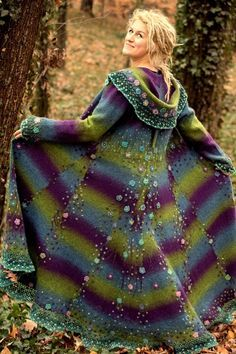 Picture Handcrafted Felted Coat made from recycled materials. Picture Handcrafted Felted Coat made from recycled materials. Gypsy Style, Bohemian Style, Boho Chic, My Style, Boho Gypsy, Crochet Coat, Crochet Clothes, Beautiful Outfits, Cool Outfits