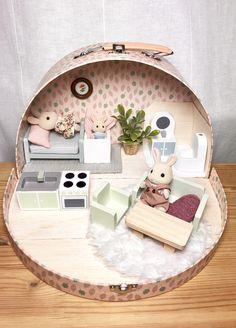 Fairy Furniture, Doll Furniture, Dollhouse Furniture, Kids Furniture, Cardboard Dollhouse, Diy Dollhouse, Miniature Crafts, Miniature Dolls, Cute Crafts