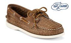 Es unos zapatos cafés de Sperry Top Sider.