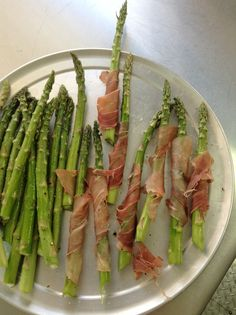 We love putting fresh spring asparagus on our thin crusted pizzas! #springishere #pulehupizzapdx