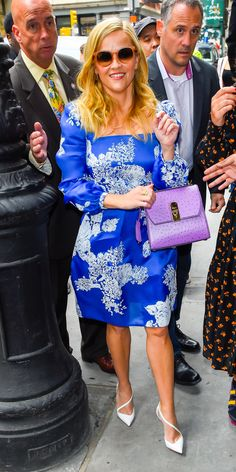 Reese Witherspoon glammed things up in a blue Monique Lhuillier dress, purple Salvatore Ferragamo bag, and white Christian Louboutin pumps. Reese Witherspoon, Pink Mini Dresses, Nice Dresses, Kate Middleton Latest, Monique Lhuillier Dresses, Saint Laurent Dress, Sarah Jessica Parker, Victoria Dress, Latest Outfits