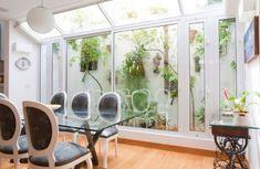 For upstairs bedroom idea. Bright Dining Rooms, Upstairs Bedroom, Interior Garden, Window Wall, Garden Spaces, Home Hacks, Winter Garden, Decoration, Indoor Plants