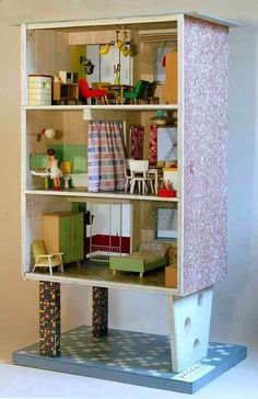 """Plattenbau - Hochhaus"" Moritz Gottschalk, VERO Okay, deja vu. I'm guessing many of you have already seen this VERO house over on Pup. Cardboard Dollhouse, Dollhouse Dolls, Miniature Rooms, Miniature Houses, Mini Houses, Vintage Dollhouse, Modern Dollhouse, Doll Furniture, Dollhouse Furniture"