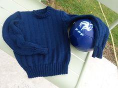 C'est pendant l'été que j'aime le plus tricoter … même si travailler avec un fil fin et bleu marine par surcroît s'avère particulièrement... Pull Bleu Marine, Pulls, Pullover, Sweaters, Crochet, Diy, Fashion, Picasa, Free Knitting