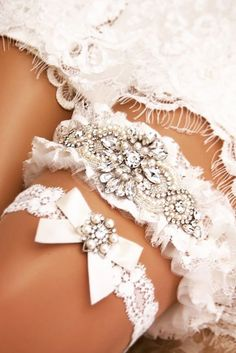 a5a2d4368 24 Exquisite Wedding Garters For Perfect Wedding Look