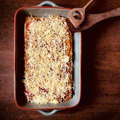 Een traditionele lasagne met tomatensaus is al om je vingers bij af te likken, maar deze lasagne met pompoen, spinazie en ricotta is helemaal top!