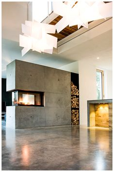 Concrete is modern, but cold - no! Not with a BRUNNER panoramic fireplace, but . - Concrete is modern, but cold – no! Not with a BRUNNER panorama fireplace, built by Rogmans& - Concrete Fireplace, Diy Fireplace, Modern Fireplace, Fireplace Design, Fireplaces, Living Room Divider, Living Room Green, Minimalist Home, Rustic Design