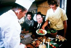 The incredible meals served by airlines during the golden age of aviation (image)