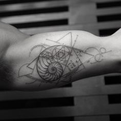Best Geometric Tattoos And Symbolism Dna Tattoo, Form Tattoo, Shape Tattoo, Tattoo Flash, Trendy Tattoos, Sexy Tattoos, Unique Tattoos, Body Art Tattoos, Sleeve Tattoos