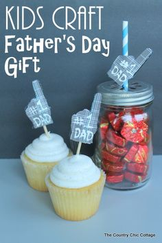 Kids Craft Father's Day Gift -- a simple kids craft to make for Father's Day.  Let dad know he is number 1 with these cupcake toppers or mas...