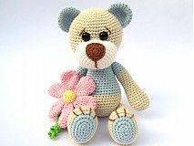 Hračky - Háčkovaný macko s kvetinou - návod - 3063664