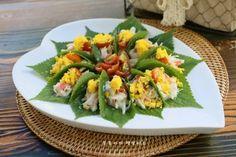 깻잎쌈 샐러드 한쌈씩 들고 먹어요.텃밭요리 : 네이버 블로그 Food Plating, Green Beans, Sushi, Vegetables, Cooking, Ethnic Recipes, Healing, Kitchens, Food Food