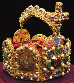 Corona Imperial del Sacro Imperio Romano Germánico Imperial Crown of the Holy Roman Empire Royal Crown Jewels, Royal Crowns, Royal Tiaras, Royal Jewelry, Tiaras And Crowns, Jewellery, Ottonian, Imperial Crown, Holy Roman Empire