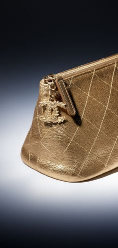 Case, couro de novilho metálico & metal dourado claro-dourado - CHANEL
