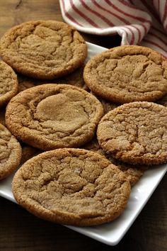 Soft Ginger Snaps just say fall, with the nice aroma of cinnamon and cloves. They are a great change for something a little different. My Recipes, Sweet Recipes, Baking Recipes, Dessert Recipes, Favorite Recipes, Soft Ginger Cookies, Ginger Molasses Cookies, Just Desserts, Delicious Desserts