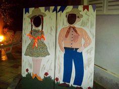 Painel de Festa Junina Criativo: 25 Ideias - Artesanato Passo a Passo! Photo Props, Photo Booth, Mexican Restaurant Decor, Ideas Para Fiestas, Pallet Art, Rapunzel, Diy And Crafts, Photo Galleries, Rose