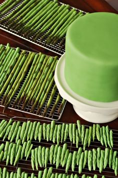 How to make a fondant asparagus cake...you never know when someone might want one of these...lol