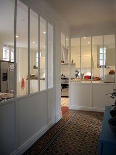 Custom wood canopy to open light this kitchen Interior Windows, Home Interior, Interior Design, Comedor Office, Wood Canopy, White Canopy, Hallway Decorating, Minimalist Decor, Custom Wood